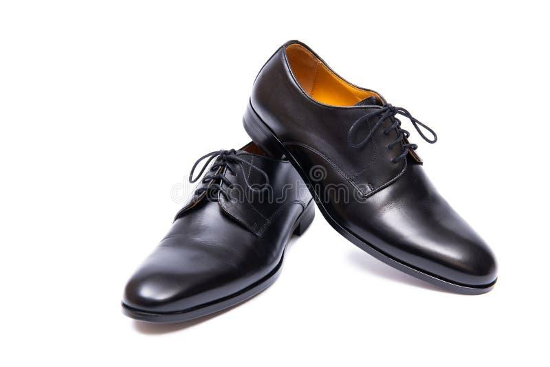 Τα μαύρα παπούτσια που απομονώνονται στο άσπρο υπόβαθρο στοκ εικόνα