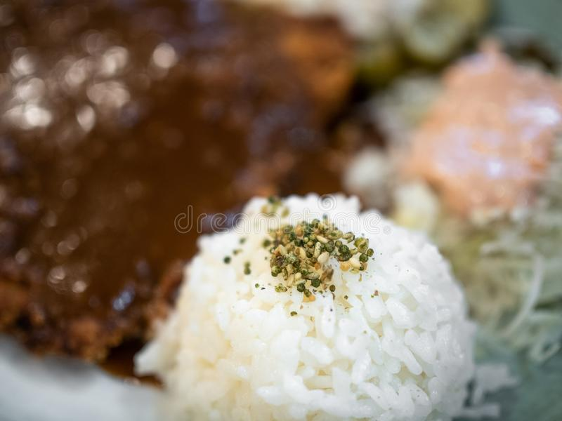 Τα διάφορα είδη κινηματογραφήσεων σε πρώτο πλάνο σιταριού πάνω από το βρασμένο στον ατμό ρύζι στοκ εικόνες