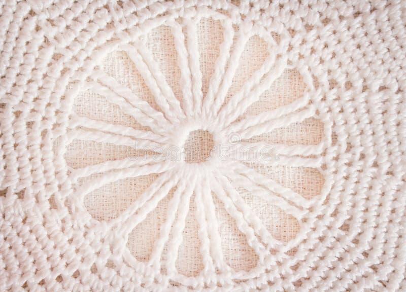 Τα σχέδια του άσπρου ή ανοικτό καφέ τσιγγελακιού έπλεξαν τη σύσταση στα σχέδια λουλουδιών για το υπόβαθρο, τέχνες στοκ εικόνα