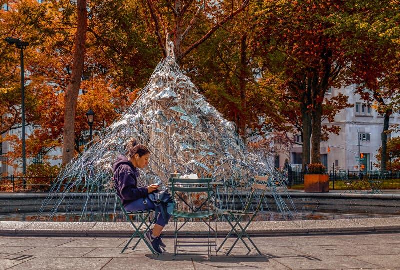 Τετραγωνικό μεσημεριανό διάλειμμα πάρκων του Μάντισον στοκ εικόνες με δικαίωμα ελεύθερης χρήσης