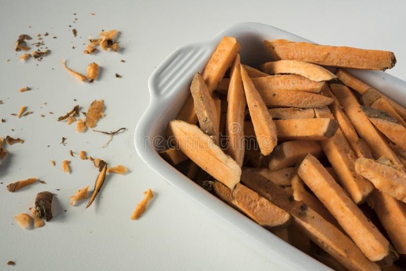 Τηγανιτές πατάτες φιαγμένες από γλυκιά πατάτα στοκ φωτογραφίες