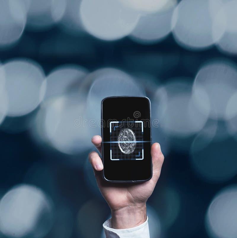 Τηλέφωνο εκμετάλλευσης χεριών με τον ανιχνευτή δακτυλικών αποτυπωμάτων στοκ εικόνα με δικαίωμα ελεύθερης χρήσης