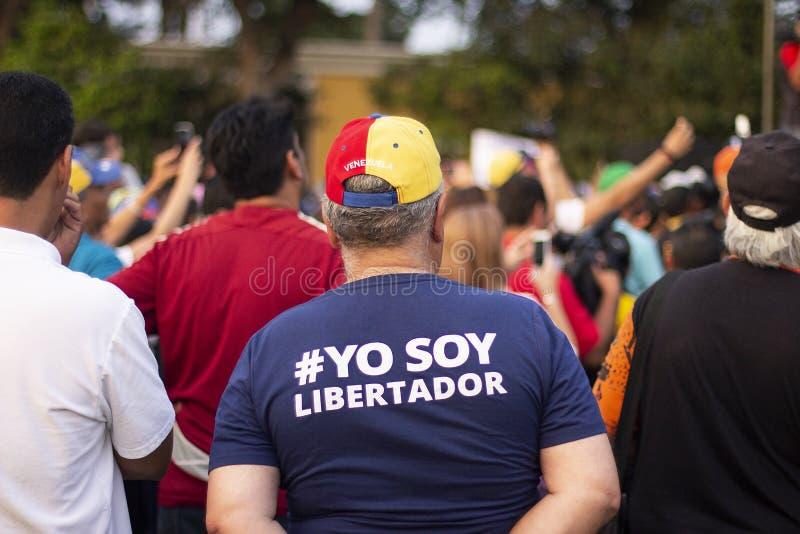 Της Βενεζουέλας άτομο που στέκεται στη διαμαρτυρία ενάντια στο Nicolas Maduro στοκ εικόνες