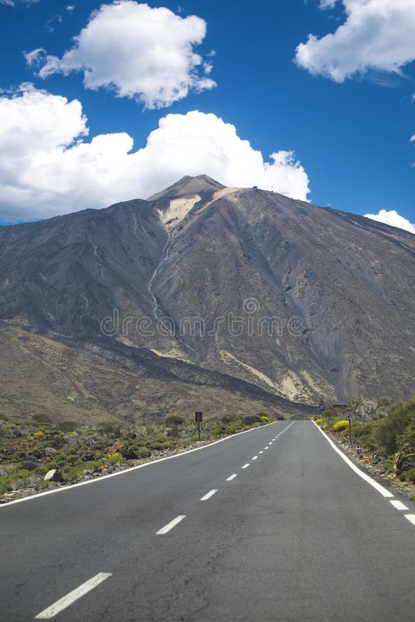Τοπίο βουνών στο τροπικό νησί Tenerife, καναρίνι στην Ισπανία στοκ εικόνες