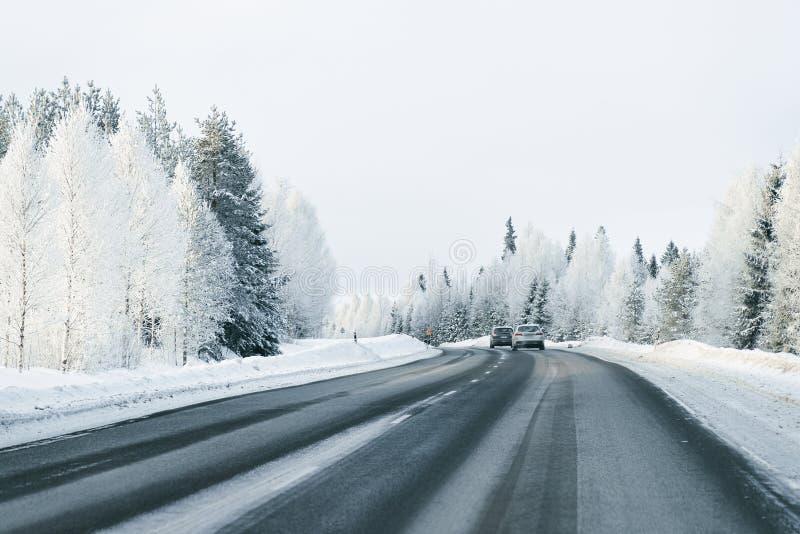 Τοπίο του αυτοκινήτου στο δρόμο το χιονώδη χειμώνα Lapland στοκ φωτογραφίες με δικαίωμα ελεύθερης χρήσης