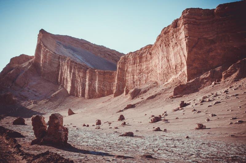 Τοπίο Desertical όπου οι βράχοι, οι λόφοι και η άμμος αναμιγνύουν μαζί σε Atacama, Χιλή στοκ εικόνες