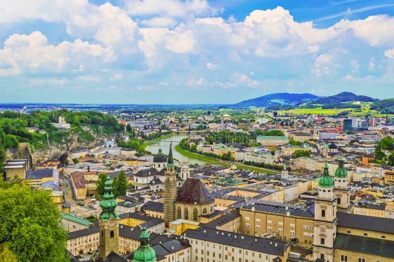 Τοπ άποψη του ποταμού Salzach και της παλαιάς πόλης στο κέντρο του Σάλτζμπουργκ στοκ φωτογραφίες με δικαίωμα ελεύθερης χρήσης