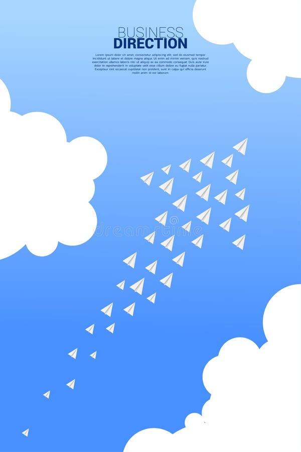 Το άσπρο αεροπλάνο εγγράφου origami τακτοποιείται σε μια μορφή του μεγάλου βέλους ελεύθερη απεικόνιση δικαιώματος