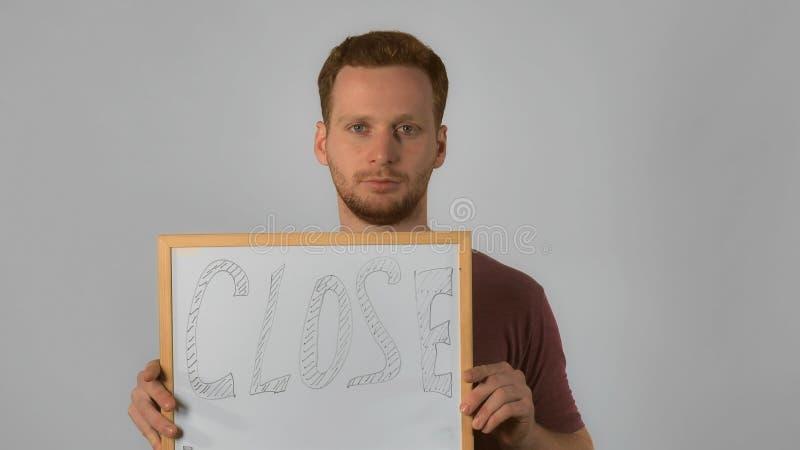 Το αρσενικό πιπεροριζών παρουσιάζει ταμπλέτα στοκ εικόνα με δικαίωμα ελεύθερης χρήσης