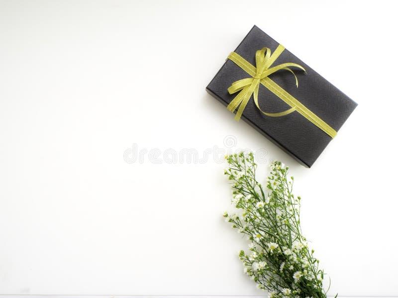 το κιβώτιο ανθίζει το δώρο στοκ φωτογραφία με δικαίωμα ελεύθερης χρήσης