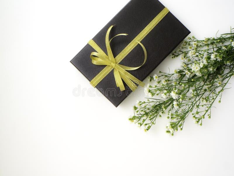 το κιβώτιο ανθίζει το δώρο στοκ εικόνα με δικαίωμα ελεύθερης χρήσης