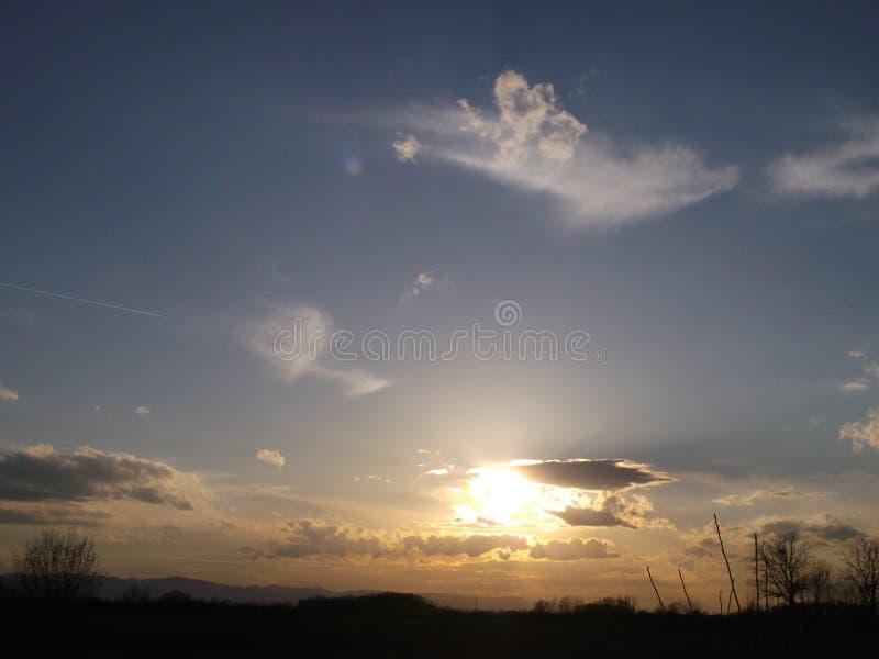 Το μαγικό ηλιοβασίλεμα, ή εικασία τι ο αέρας και ο ήλιος έσυραν στοκ εικόνα