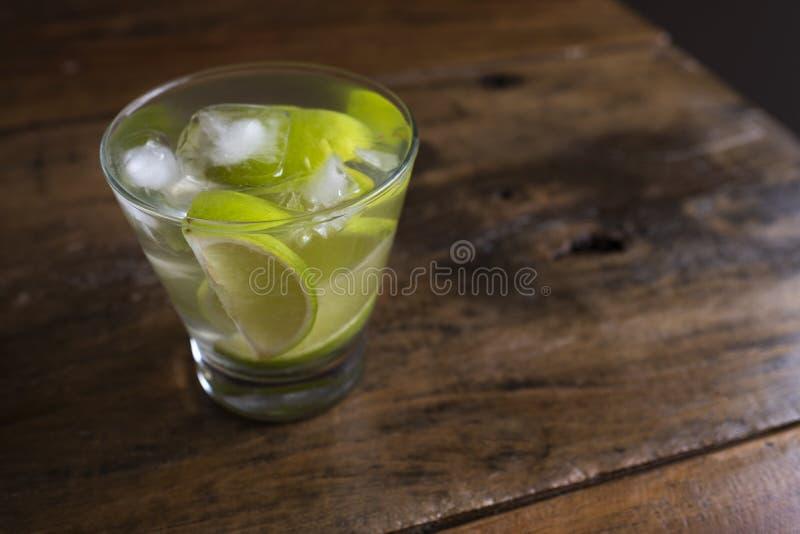 Το διάσημο βραζιλιάνο ποτό με το λεμόνι, τα σάκχαρα και το οινόπνευμα στοκ φωτογραφία με δικαίωμα ελεύθερης χρήσης