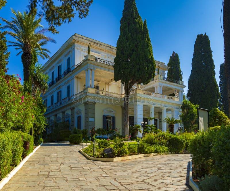 Το διάσημο παλάτι Achilleion στο νησί της Κέρκυρας, Ελλάδα στοκ εικόνες