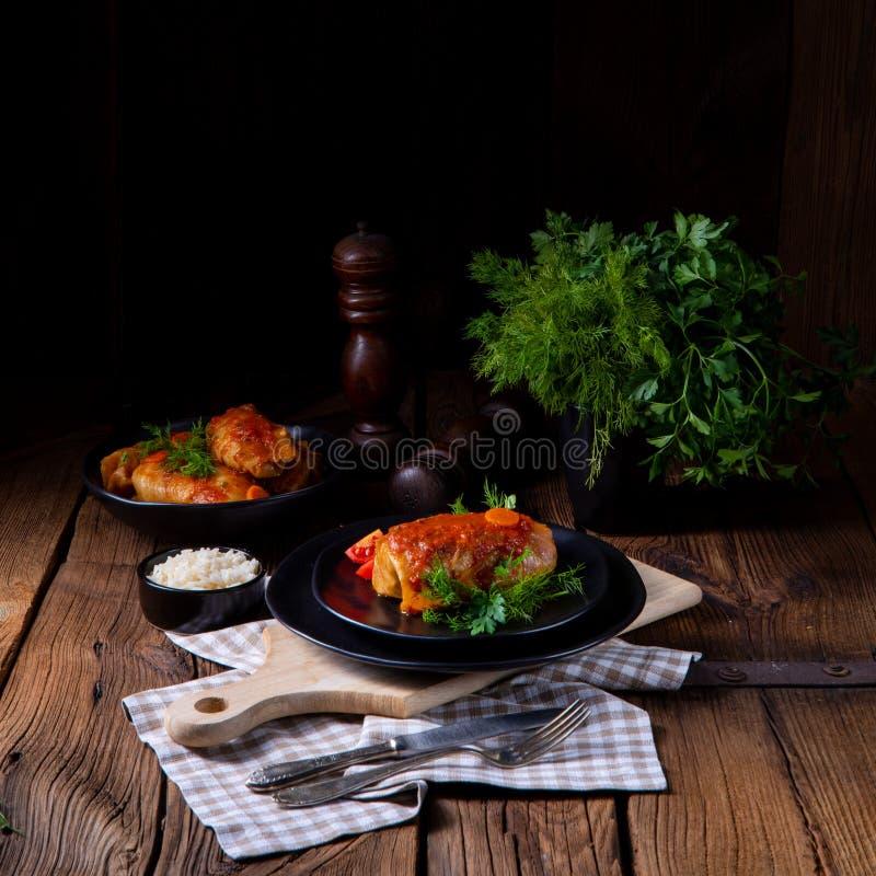 Το ψημένο λάχανο κυλά με το ρύζι και τον κιμά σύμφωνα με τη συνταγή των omas στοκ φωτογραφία με δικαίωμα ελεύθερης χρήσης