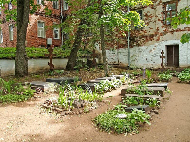 Το παλαιό αδελφικό νεκροταφείο στο έδαφος του Valaam spaso-Preobrazhenskoye του stavropegial μοναστηριού στοκ εικόνες