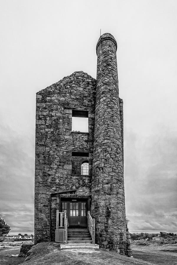 Το παλαιό εγκαταλελειμμένο σπίτι μηχανών ορυχείων κασσίτερου - γραπτό - στο Minions, Bodmin δένει, Κορνουάλλη, UK στοκ εικόνα