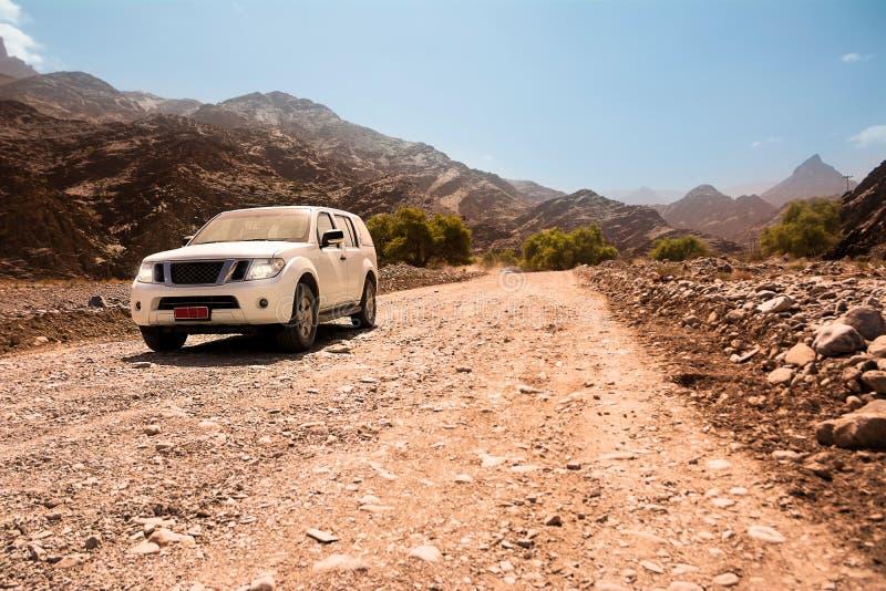 Το πλαϊνό όχημα στο Jebel υποκρίνεται τα βουνά στοκ φωτογραφία με δικαίωμα ελεύθερης χρήσης