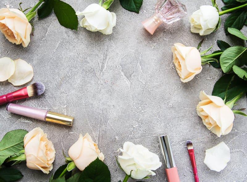 Τριαντάφυλλα και καλλυντικό στοκ εικόνα