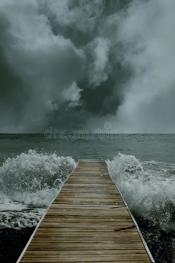 τρισδιάστατη απεικόνιση ενός κόλπου που οδηγεί στον ωκεανό με τον ορίζοντα και τα κύματα στοκ εικόνα με δικαίωμα ελεύθερης χρήσης