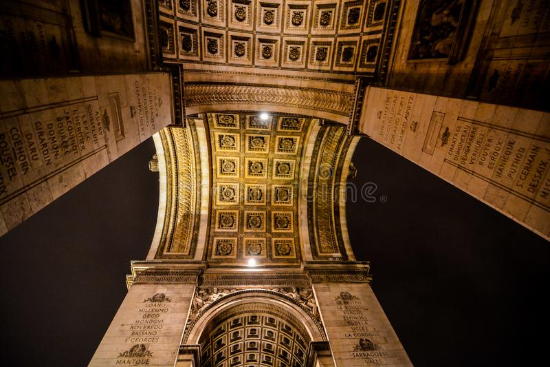 Τόξο de triomphe τη νύχτα, εικόνα φωτογραφιών μια όμορφη πανοραμική άποψη της μητροπολιτικής πόλης του Παρισιού στοκ φωτογραφίες με δικαίωμα ελεύθερης χρήσης