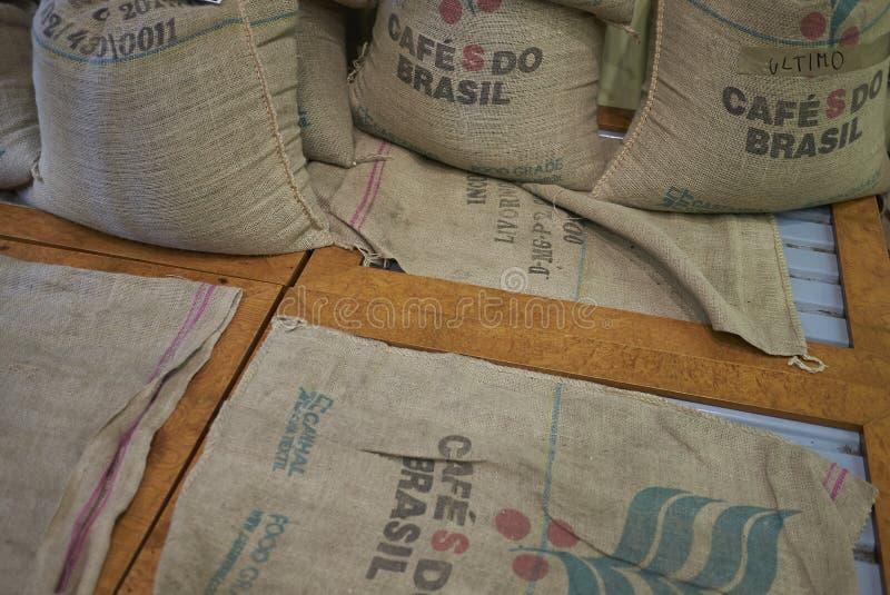 Τσάντες φασολιών καφέ στοκ εικόνα