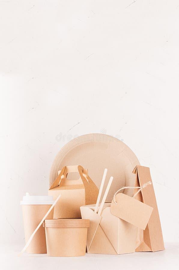 Φιλική συσκευασία εγγράφου ανακύκλωσης Eco για το γρήγορο φαγητό, το πρότυπο για το σχέδιο, τη διαφήμιση και το μαρκάρισμα - κενή στοκ φωτογραφίες
