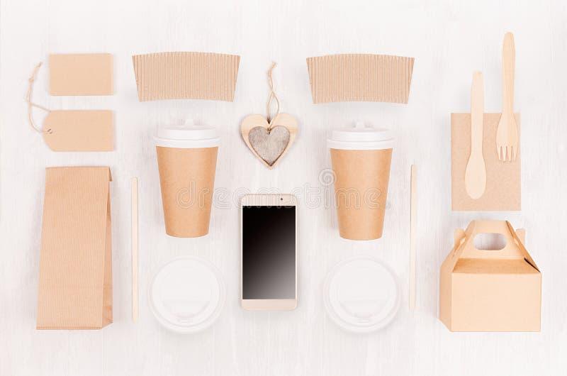 Φιλική συσκευασία εγγράφου ανακύκλωσης Eco για το γρήγορο φαγητό, το πρότυπο για το σχέδιο, τη διαφήμιση και το μαρκάρισμα - καρδ στοκ φωτογραφία με δικαίωμα ελεύθερης χρήσης