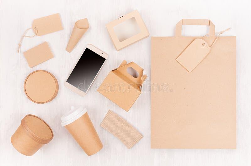 Φιλική συσκευασία εγγράφου ανακύκλωσης Eco για το γρήγορο φαγητό, το πρότυπο για το σχέδιο, τη διαφήμιση και το μαρκάρισμα - κενό στοκ φωτογραφίες