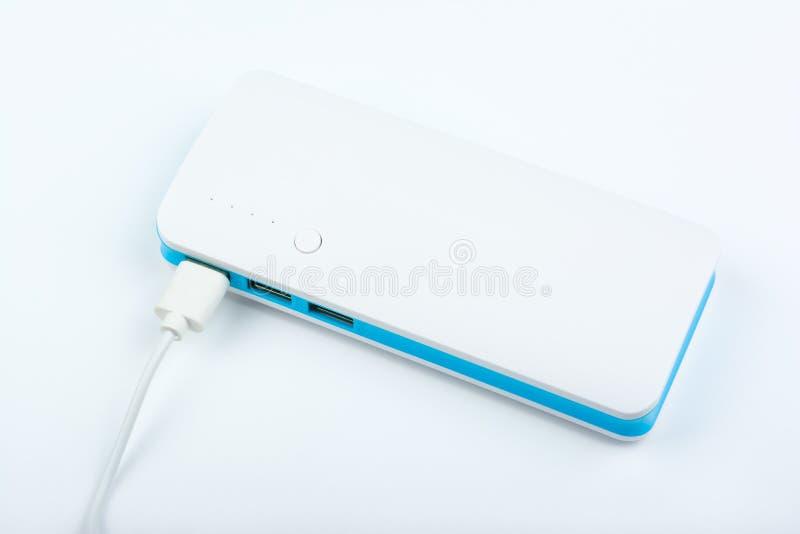 Φορητή τράπεζα δύναμης για τη χρέωση των κινητών συσκευών στο άσπρο υπόβαθρο στοκ φωτογραφίες με δικαίωμα ελεύθερης χρήσης