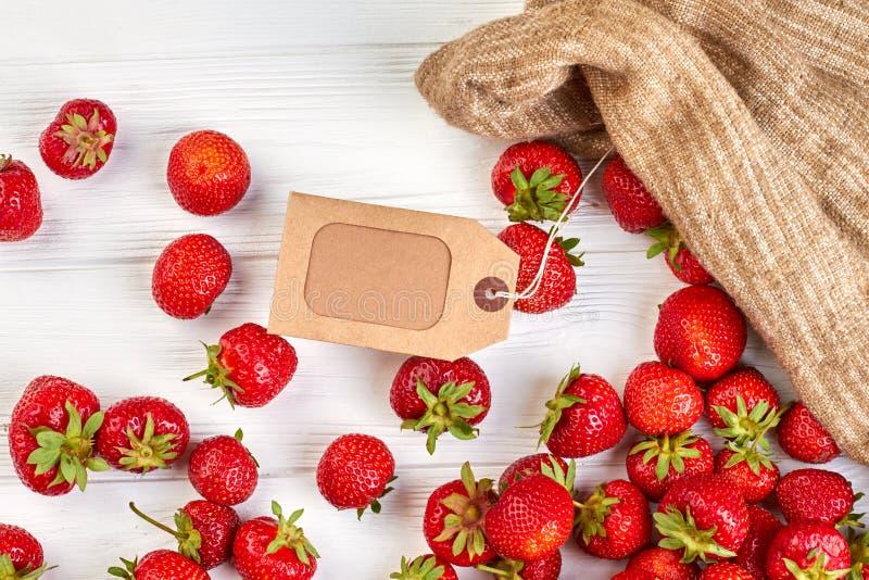 Φράουλες και κενή τιμή στοκ φωτογραφίες με δικαίωμα ελεύθερης χρήσης