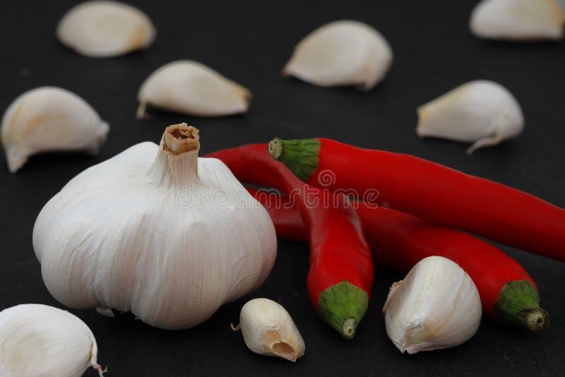 Φρέσκα σκόρδο και pepperoni στοκ εικόνα