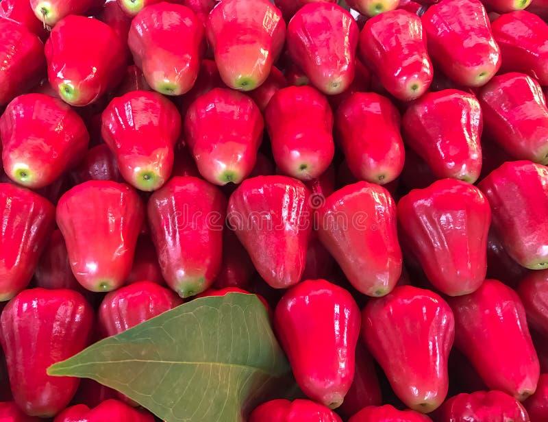 Φρέσκος αυξήθηκε φρούτα μήλων στο υπόβαθρο αγοράς, Ταϊλάνδη στοκ φωτογραφία με δικαίωμα ελεύθερης χρήσης
