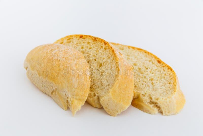 Φρέσκο τεμαχισμένο ψωμί ciabatta σε ένα άσπρο υπόβαθρο στοκ φωτογραφίες με δικαίωμα ελεύθερης χρήσης