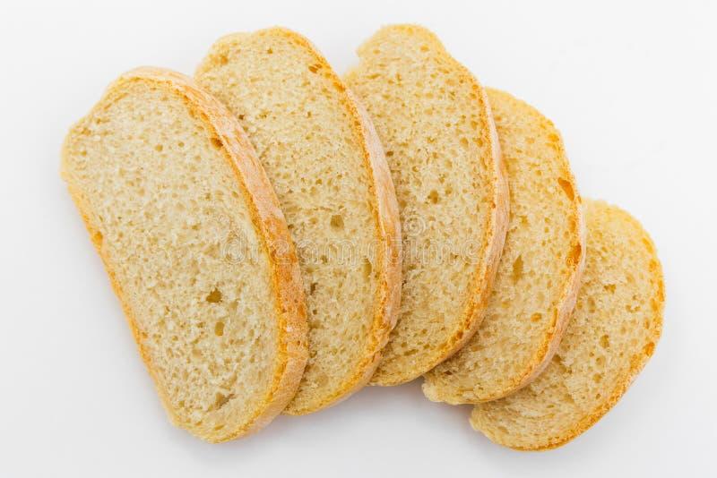 Φρέσκο τεμαχισμένο ψωμί ciabatta σε ένα άσπρο υπόβαθρο στοκ εικόνα