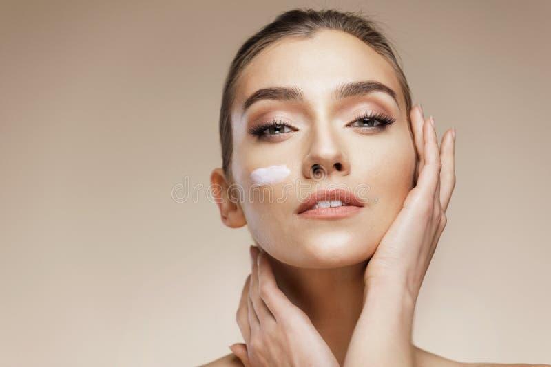 Φροντίδα δέρματος και έννοια ομορφιάς στοκ εικόνες