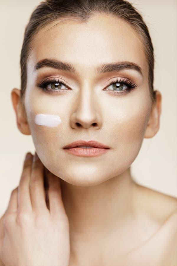 Φροντίδα δέρματος και έννοια ομορφιάς στοκ εικόνα