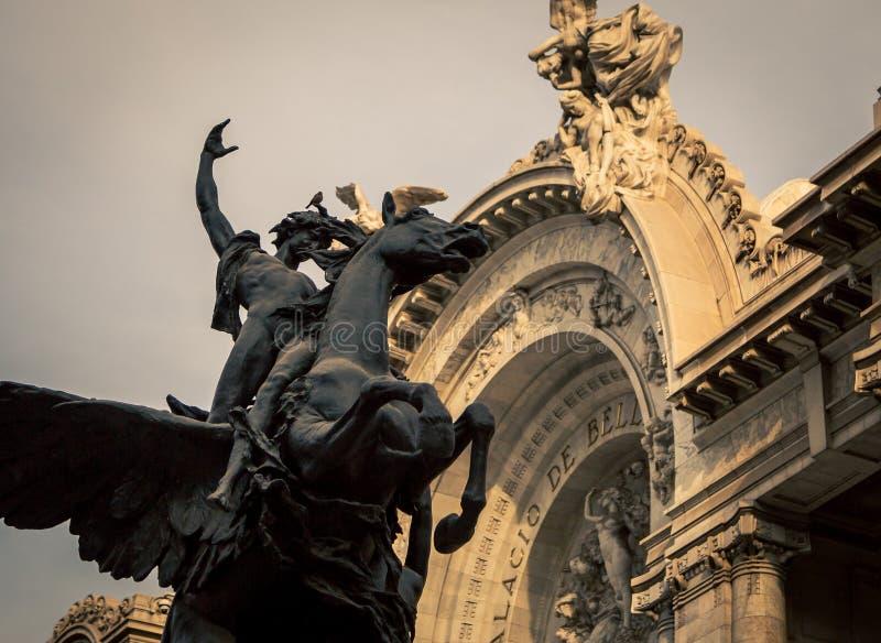 Φτερωτό άγαλμα αλόγων και αναβατών στοκ φωτογραφία με δικαίωμα ελεύθερης χρήσης
