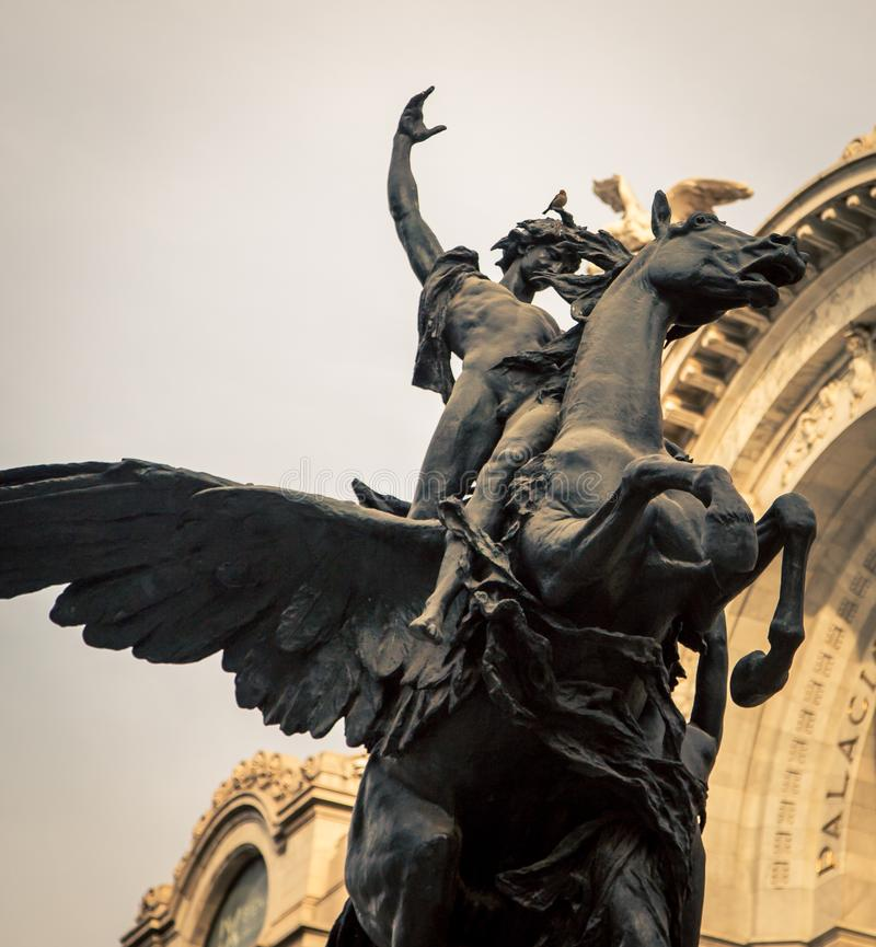 Φτερωτό άγαλμα αλόγων και αναβατών στοκ φωτογραφία