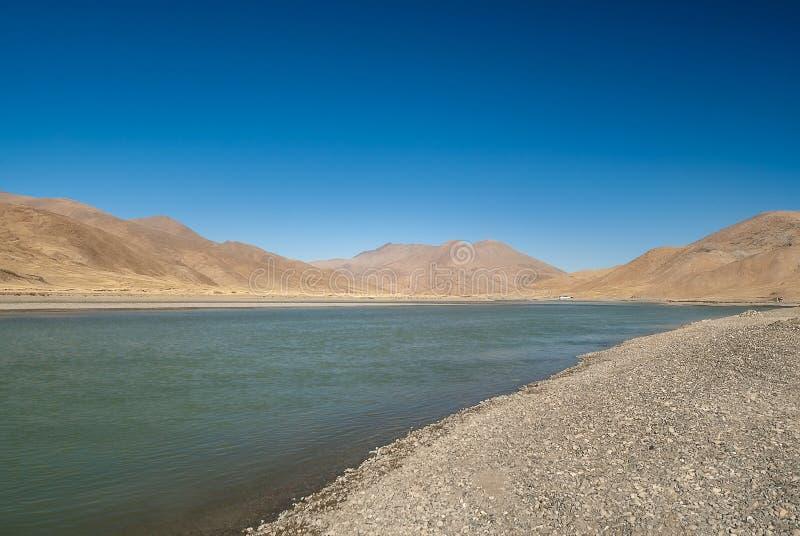 Φυσική άποψη Yarlung Tsangpo το ανώτερο ρεύμα του ποταμού Brahmaputra στοκ εικόνες