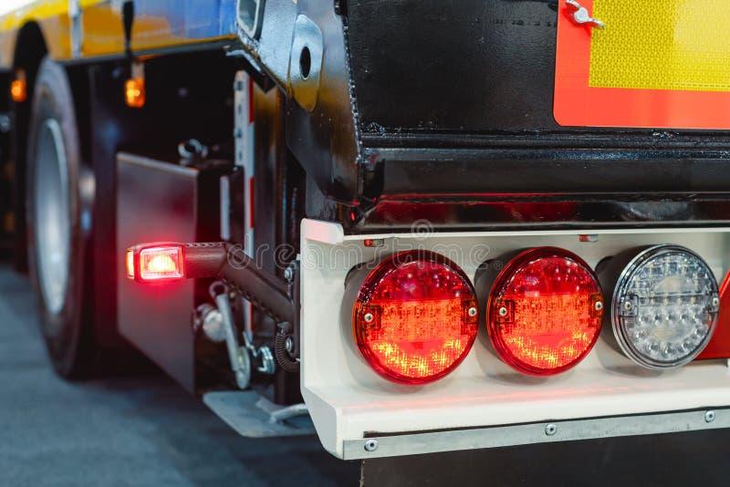 Φω'τα φρένων ρυμουλκών αυτοκινήτων Σύγχρονος εξοπλισμός φωτισμού για τις οδικές μεταφορές στοκ εικόνες με δικαίωμα ελεύθερης χρήσης