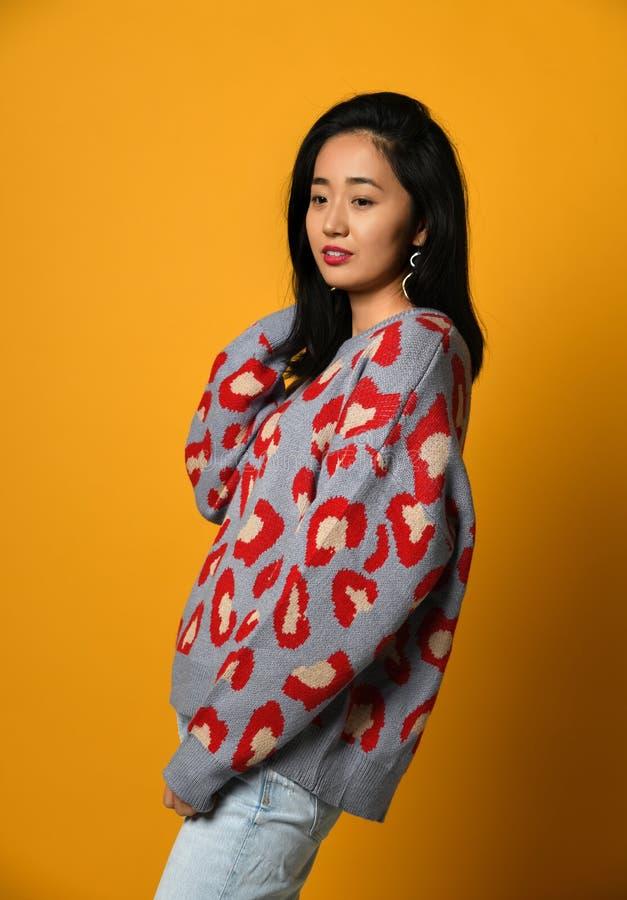Χαριτωμένο νέο ασιατικό κορίτσι στοκ εικόνα