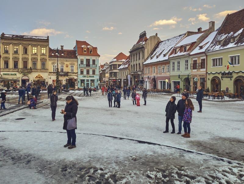 Χειμερινή ανάπαυλα από τη ζωή στην πόλη σε Brasov, Ρουμανία στοκ εικόνες με δικαίωμα ελεύθερης χρήσης