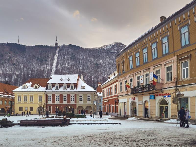 Χιονώδες τετράγωνο του Συμβουλίου, βουνό της Τάμπα, πόλη Brasov, Ρουμανία στοκ φωτογραφίες με δικαίωμα ελεύθερης χρήσης