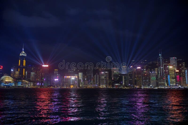 Χογκ Κογκ - Κίνα - march16,2019: όμορφος φωτισμός τη νύχτα στο λιμάνι Χογκ Κογκ Βικτώριας ένα από το δημοφιλέστερο ταξίδι στοκ εικόνες με δικαίωμα ελεύθερης χρήσης