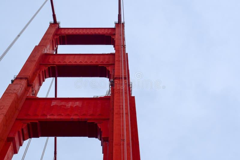 Χρυσή εστίαση πύργων γεφυρών πυλών στοκ εικόνα με δικαίωμα ελεύθερης χρήσης