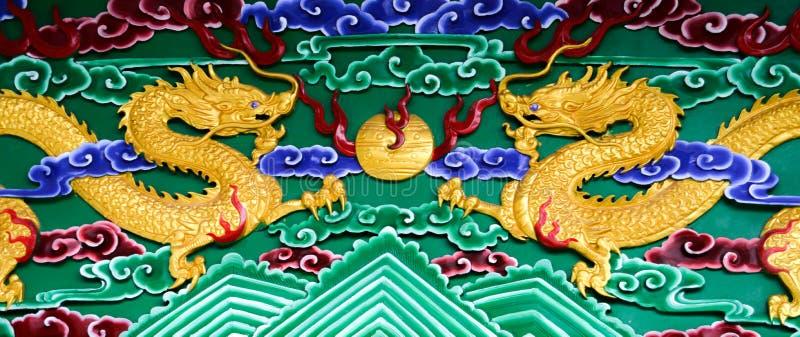 Χρυσοί δράκοι σε ένα μακρινό νησί στην Κίνα στοκ φωτογραφία με δικαίωμα ελεύθερης χρήσης