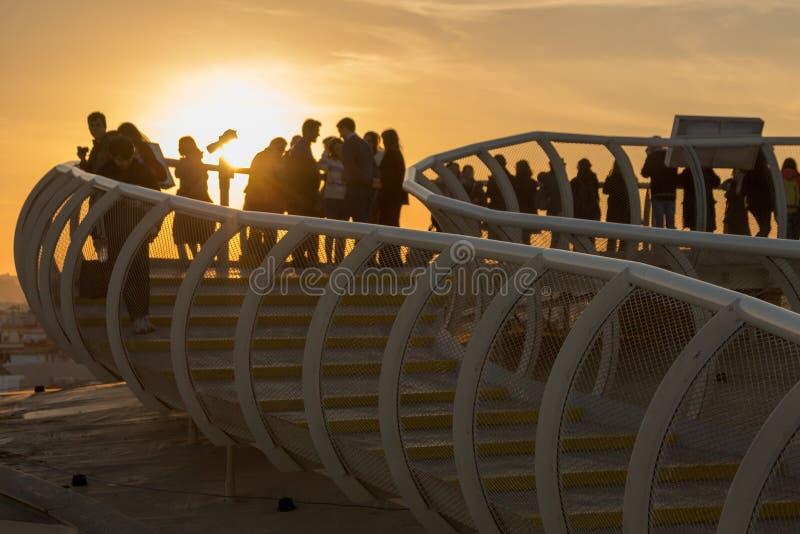 Χρυσό ηλιοβασίλεμα στη Σεβίλη πάνω από ένα μανιτάρι στοκ εικόνες με δικαίωμα ελεύθερης χρήσης