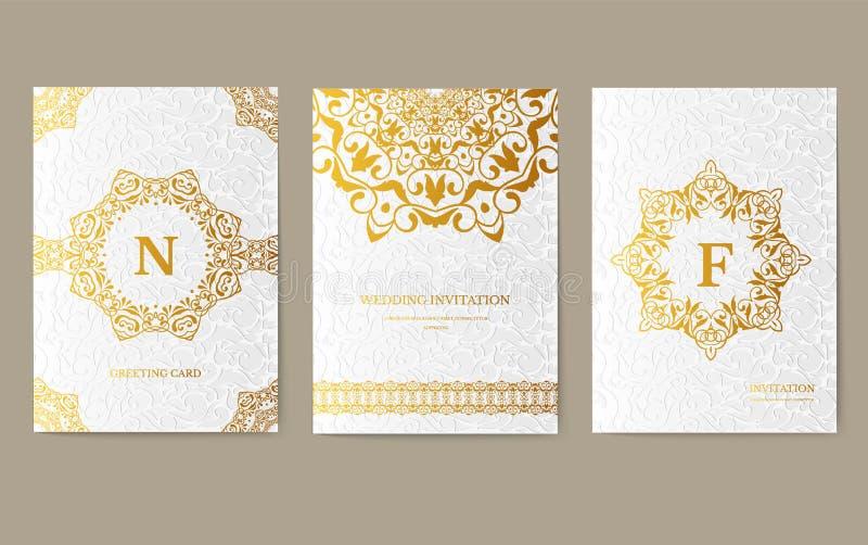 Χρυσό καλλιτεχνικό ιπτάμενο 3x4 πολυτέλειας με τη μοναδική διακόσμηση Κάρτα πρόσκλησης για τα γενέθλια, το κόμμα ή το γάμο παραδο στοκ εικόνα με δικαίωμα ελεύθερης χρήσης
