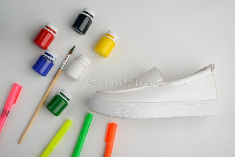Χρωματίζοντας παπούτσια δέρματος στοκ φωτογραφίες με δικαίωμα ελεύθερης χρήσης